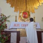 Poświęcenie ołtarza ku czci Miłosierdzia Bożego.